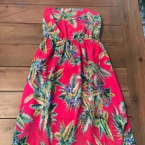 Dresses & Skirts - NWT Maxi dress with tie back